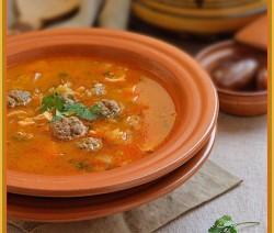 Algerijnse chorba met gehaktballetjes en kip