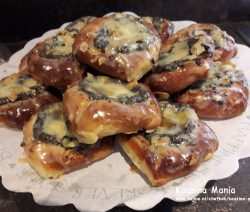 Maanzaadbroodjes met abrikozengelei en chocolade