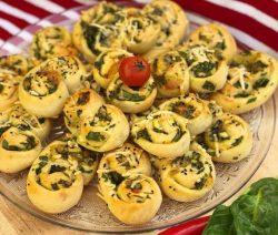 Pittige spinazie broodjes met feta en mozzarella heerlijk in de ramadan