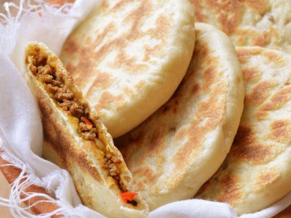 Heerlijke gevulde Marokkaanse panbroodjes Batbot met gehakt
